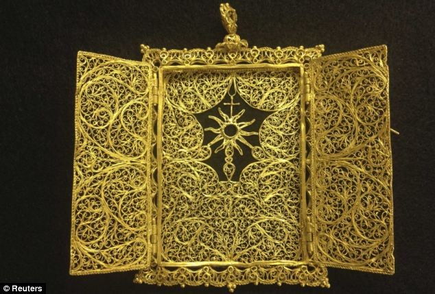 300 year old gold necklace treasure hunters