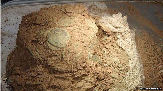 metal detectorists roman coin hoard